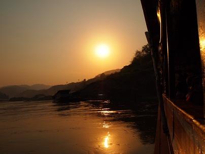 メコン川に沈む夕日.jpg