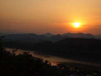 ルアンパバーンの夕陽.jpg