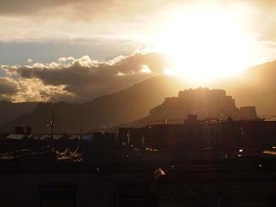 屋上から見えたポタラ宮.jpg