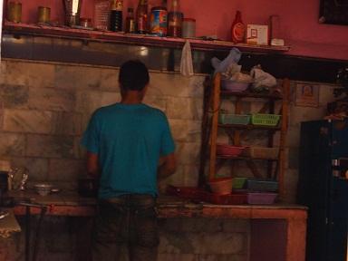 オクラ丼の厨房.jpg