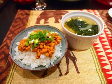 納豆ご飯にお味噌汁.jpg