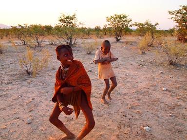 ヒンバの子供のウェルカムダンス2.jpg