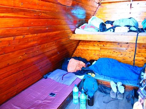 Kilimanjaro_Hut_Inside.jpg