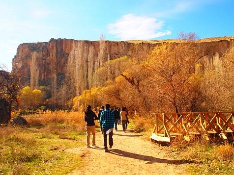 ウフララ渓谷をトレッキング.jpg