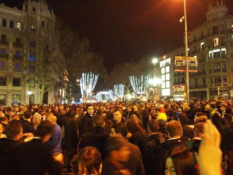 カタルーニャ広場の群衆.jpg