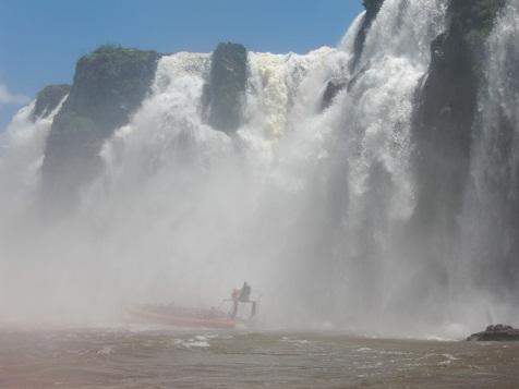 イグアスの滝へ突っ込む2.jpg
