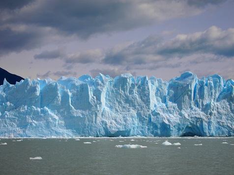 クルーズ船から見たモレノ氷河.jpg