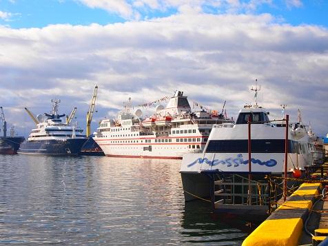 Ushuaia港.jpg