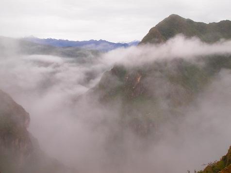 雲がかるマチュピチュ界隈.jpg