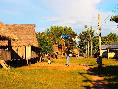 アマゾンの村.jpg