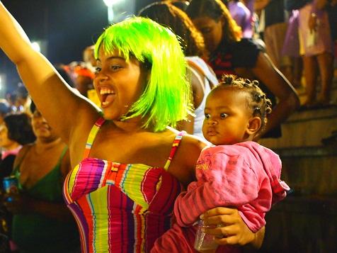 リオのカーニバル(子供)観客2.jpg