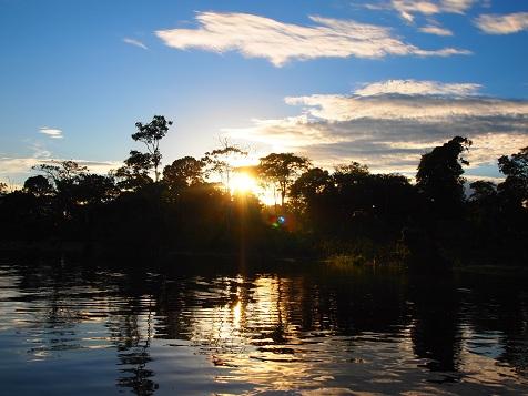 アマゾンの朝陽.jpg